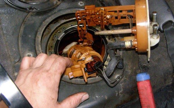 замена мотора бензонасоса в топливном модуле вольво